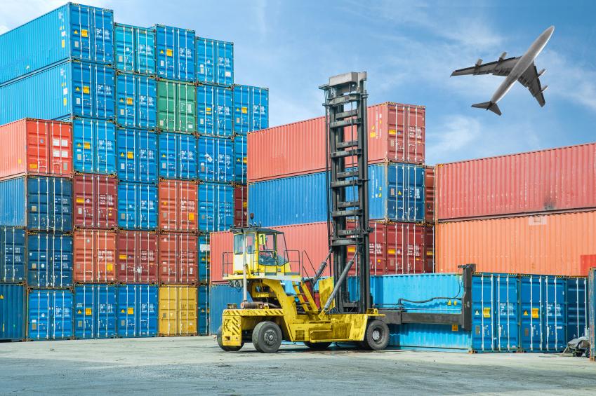 transporte de contenedores marítimos